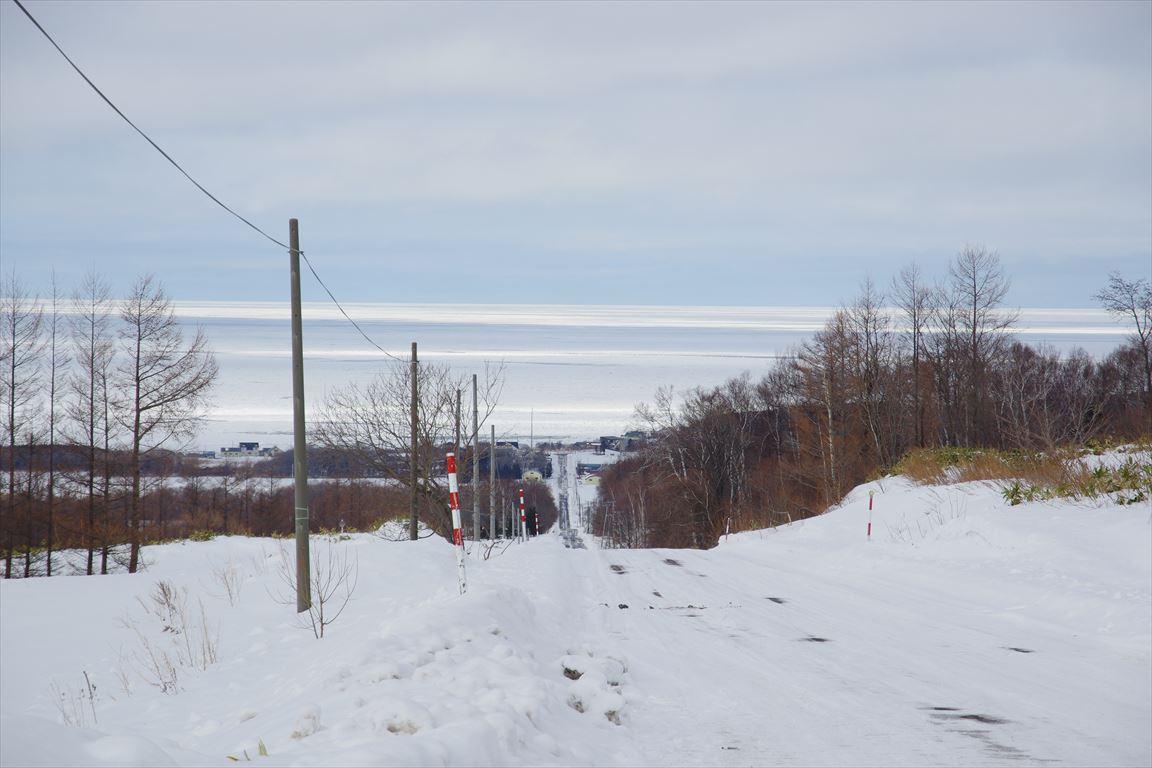 天に続く道からオホーツク海を望む