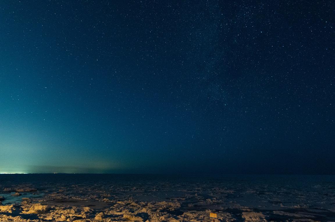 遠音別PAにて流氷と星空